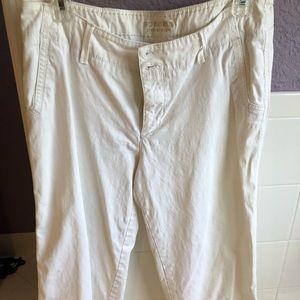 Sonoma Life & Style Off White Capri Pants Size 10